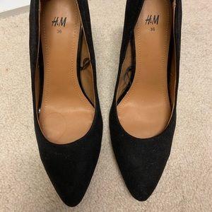 H&M Black pointed Suede heels